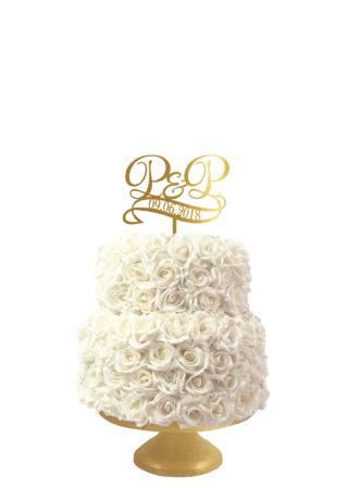 bruidstaart taarttopper gepersonaliseerd met jullie initialen en trouwdatum